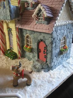 There is some serious dedication to decorating on this gingerbread house Gingerbread House Designs, Gingerbread Village, Gingerbread Decorations, Christmas Gingerbread House, Gingerbread Cake, Christmas Cookies, Christmas Baking, Christmas Holidays, Xmas