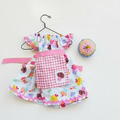 Make this doll dress outfit.  Free doll clothes template and tutorial.