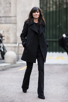 back to black. #EmmanuelleAlt in Milan.