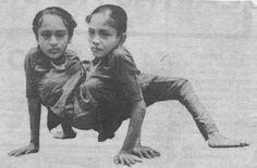 Ganga and Jamuna Mondal (or Jandal) were born Ayara and Jayara Ratun in… Freak Show Circus, Creepy Carnival, Conjoined Twins, Human Oddities, Creepy Photos, Old Advertisements, Medical History, Vintage Circus, Human Condition