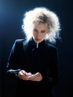 Impressive in any role or pose, Cate Blanchett 💋 Cate Blanchett, Melbourne, Beautiful Actresses, Actors & Actresses, Classic Actresses, Smoking, Photoshoot, Lady, Celebrities