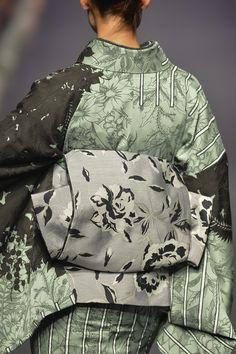 JOTARO SAITO/SANSAI SAITO - Runway - MBFW Tokyo 2015 S/S Traditional Japanese Kimono, Traditional Dresses, Japanese Textiles, Japanese Prints, Kimono Fabric, Kimono Dress, Yukata, Ethnic Fashion, Kimono Fashion
