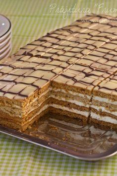 "prajitura cu foi cu miere si nuca ""Frumoaa Adormita"" reteta video Honey Recipes, Sweets Recipes, Easy Desserts, Cookie Recipes, Romanian Desserts, Romanian Food, Pastry Cake, Sweet Cakes, Food Cakes"