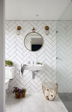 This Tile Trick is a Game Changer for Small Bathroom Interior Design Loft Bathroom, Ensuite Bathrooms, Loft Ensuite, Bathroom Showers, Small Attic Bathroom, Basement Bathroom, Bathroom Decor For Kids, Sloped Ceiling Bathroom, Small Bathroom Ideas