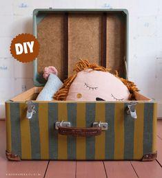 Koffer beschilderen | Kinderkamerstylist Toy Chest, Storage Chest, Diys, Furniture, Home Decor, Decoration Home, Bricolage, Room Decor, Do It Yourself