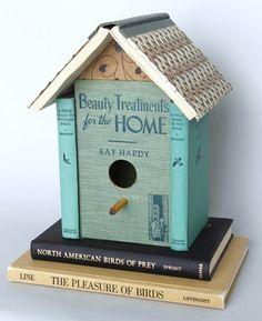 Deze afbeelding vind ik erg leuk omdat er door middel van (vogel)boeken een vogelhuisje is gemaakt.