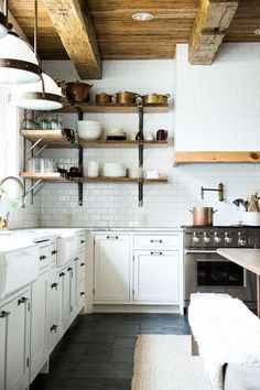 Rustic kitchen cabinet is a lovely mix of country home and farmhouse decoration. Discover rustic kitchen closet styles, plus browse inspiring images Rustic Kitchen Cabinets, Farmhouse Kitchen Decor, Slate Kitchen, Modern Farmhouse, Dark Cabinets, Farmhouse Interior, Farmhouse Style, Inset Cabinets, Kitchen White