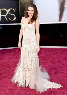 Kristen Stewart - Oscars 2013 Red Carpet on Crutches!: Photo Kristen Stewart is all dolled up on the red carpet at the 2013 Academy Awards held at the Dolby Theatre on Sunday (February in Hollywood. Kristen Stewart, Oscar Dresses, Dresses 2013, Wild Style, Oscar 2013, Vestidos Oscar, Beautiful Dresses, Nice Dresses, Ugly Dresses
