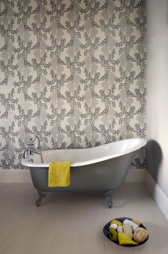 The Clovelly slipper bath - a great example of how a slipper bath can transform a bathroom and give it a Victorian roll-top look with a real touch of class.