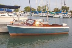 Lyman Boat Works, but we had a Cruisers, Inc., that looked very similar to this.  great boat.