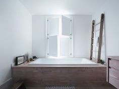 Bath tub sorrounded by Denisen wood. House designed by Studio-Ore-See more at decoralinks.com