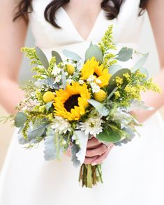 wedding bouquets Sunflowers are the perfectsummer flower: Theyre large like their namesake, are beautifully bright, and, perhaps best of all, arein seasonduring thewarmer months. Why wouldnt you want to add them to yourwedding bouquet Yellow Bouquets, Sunflower Bouquets, Summer Wedding Bouquets, Flower Bouquet Wedding, Late Summer Weddings, Daisy Wedding, Quirky Wedding, Boquet, Wedding Bride