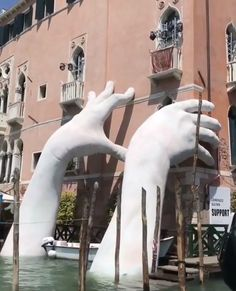 'SUPPORT' by Lorenzo Quinn in Venice, Italy