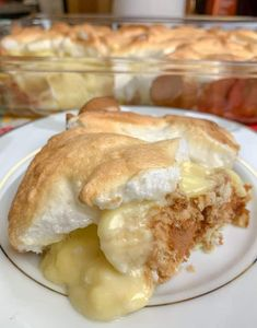 Homemade Banana Pudding is the perfect Southern dessert. The combination of vanilla pudding, made from scratch, vanilla wafers, fresh bananas, and meringue make up a delectable treat. Banana Pudding From Scratch, Southern Banana Pudding, Homemade Banana Pudding, Best Banana Pudding, Banana Pudding Recipes, Pudding Desserts, Dessert Recipes, Trifle Desserts, Pudding Cookies