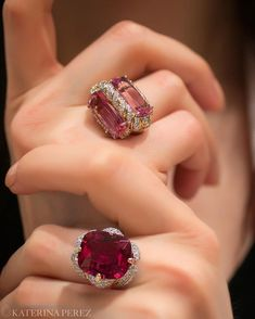 Gorgeous reds of Gold Rings Jewelry, High Jewelry, Jewelry Art, Jewelry Accessories, Jewelry Design, Fashion Jewelry, Women Jewelry, Necklace Designs, Ring Designs
