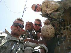 Met de groep op het pantservoertuig