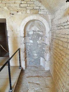 Le château de Maulnes à Cruzy-le-Chatel (Yonne): l'étuve.