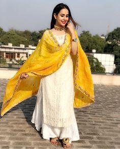 Shop online Fancy & Trendy Designer Salwar Suits, Salwar Kameez, Bridal Salwar Suits, Anarkali, Punjabi and Churidar Salwar Suits at best price in india. Kurti Designs Party Wear, Salwar Designs, Dress Designs, Mehndi Designs, Designer Punjabi Suits, Indian Designer Wear, Indian Attire, Indian Ethnic Wear, Ethnic Suit