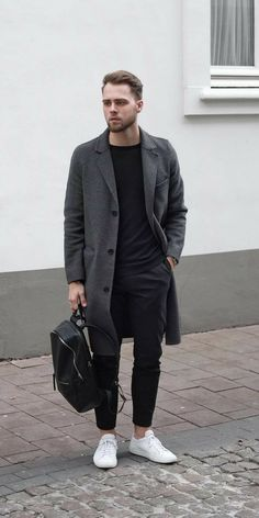 Love wearing black t-shirt? Then you are going to these amazing black t-shirt outfits we've curated for you today. Love wearing black t-shirt? Then you are going to these amazing black t-shirt outfits we've curated for you today. Grey Overcoat, Mens Overcoat, Style Casual, Men Casual, Smart Casual Menswear, Black Tshirt Outfit, Black T Shirt, Business Dress, Look Street Style