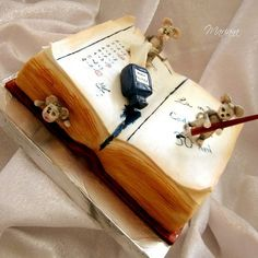 #cake #typography   This book cake by mariana's cakes is really creative.  I normally don't like rodents on my cake but I'd be willing to make an exception here.