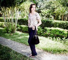 Inspire-se no Look do dia com a Bolsa do momento !!! Confira todos os detalhes: http://blogcharmedalu.com.br/look-do-dia-bolsa-saco-cinto-com-tachinhas-e-acessorios-sao-jorge/