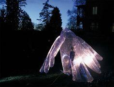 Artista cria estruturas infláveis gigantes