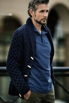 Bump up your style game by opting for a navy shawl cardigan and olive chinos. Sharp Dressed Man, Well Dressed Men, Stylish Men, Men Casual, Casual Outfits, Classy Casual, Smart Casual, Dress Outfits, Fashion Moda