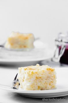 You need only a few ingredients to make this soft and fluffy vanilla-orange rice pudding topped with a perfect strawberry coulis. Sheet Cake Pan, Strawberry Sauce, English Food, Homemade Sauce, Few Ingredients, Sweet Desserts, Cake Pans, Breakfast Recipes, Food Photography