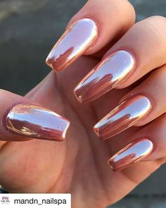 The Best Chrome Nail Ideas to Copy | Stylish Belles | Rose gold nails acrylic, Gold acrylic nails, Shiny nails designs Red Chrome Nails, Chrome Mirror Nails, Chrome Nail Art, Rose Gold Crome Nails, Chrome Rose Gold Nails, Shiny Nails, Nail Art Designs, Chrome Nails Designs, Nail Polish Designs