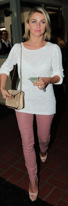 Who made  Julianne Houghs white sweater and pink skinny jeans that she wore in Los Angeles?