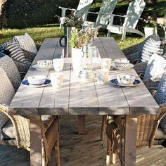 Inredningsarkitekt Karin tipsar om hur man enkelt bygger ett långbord till uteplatsen. Ett perfekt sommarprojekt för den händiga!