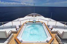 Jacuzzi on sundeck forward - APOGEE Yacht Charter
