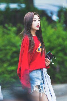 Kpop Girl Groups, Kpop Girls, Yein Lovelyz, K Idol, Actors & Actresses, Bomber Jacket, Asian, Pretty, Cute