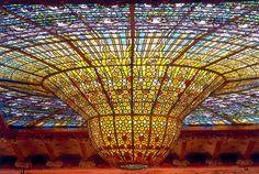 Claraboya de estilo modernista del palacio de la música catalana