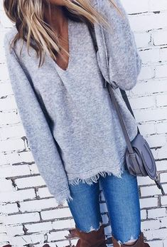 Spring Outfits that are too cute & stylish Spring fashion - Grey Knit & Ripped Skinny Jeans Mode Style, Style Me, Fashion Mode, Fashion Outfits, Womens Fashion, Fashion 2018, Street Fashion, Fashion Tips, Fashion Videos