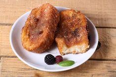 Vous aimez les pains dorés (ou du pain perdu comme ils disent en France?) Cette recette super facile ajoute un très bon goût à votre déjeuner de champion! Breakfast Of Champions, Beignets, C'est Bon, French Toast, Pains, France, Comme, Food, Pancakes