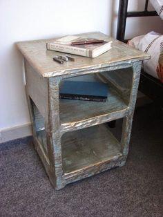 Κατασκευή για το σπίτι/εξοχικό: Κομοδίνο από παπιέ μασέ!   Φτιάξτο μόνος σου - Κατασκευές DIY - Do it yourself