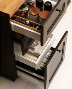 Black drawer detail from the Metod Kitchen by Ikea Ikea Kitchen Organization, Kitchen Storage, Kitchen Cupboard Doors, Kitchen Drawers, Country Kitchen, New Kitchen, Kitchen Interior, Kitchen Design, Ikea Deco