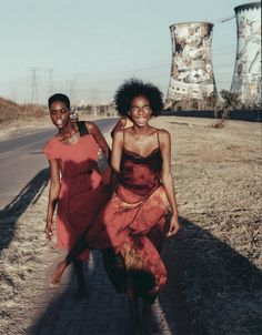 Inspired by the energy of Soweto, Johannesburg, Romy Maxime's new series Egoli, Place of Gold showcases beautiful clothing by Joel Janse Van Vuuren, Anmari Honiball and Akedo worn by Phetogo Louwfant, Lemohang Molobi and Serati Maseko - http://10and5.com/2015/06/26/oh-wow-la-vie-est-belle-roots-music-and-the-place-of-gold/