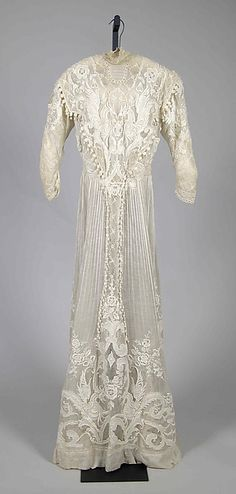 1900___ Afternoon Dress. cotton. (probably) French.