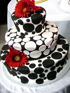 Enjoy Weddings Much?: THE ROCKSTAR WEDDING - Black and white dots wedding cake