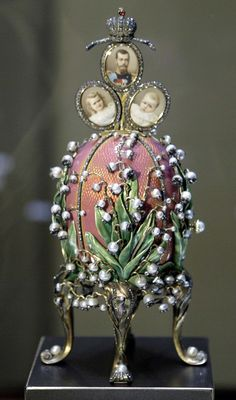 """Faberge 1898 """"Lilies of the Valley egg"""" displayed at an exhibition in the Kremlin in Moscow"""