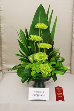 how to staple foliage designs in floral arrangements Altar Flowers, Home Flowers, Church Flowers, Funeral Flowers, Exotic Flowers, Purple Flowers, Beautiful Flowers, Colorful Flowers, Big Flowers