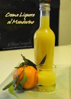 Cerchiamo di preparare per tempo la nostra crema liquore al mandarino,non solo per accompagnare i dolci durante le feste, ma può essere una simpatica ide... Cocktail Drinks, Alcoholic Drinks, Cocktails, Homemade Liquor, Beautiful Fruits, Romanian Food, Latte, Liqueur, Alcohol Recipes