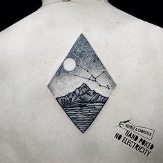 Handpoke Tattoo by Sarah Lu handpoke blackwork nomachines SarahLu