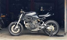 These are motorcycles that blend street fighter & cafe racer styles like this bike, his Ducati Terremoto Moto Ducati, Ducati Cafe Racer, Ducati Motorcycles, Cafe Racer Motorcycle, Cafe Racers, Ducati 750ss, Ducati Supersport, Motorcross Bike, Bike Events