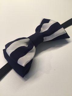 Papillon doppio fioccobimbo 8anni. Materiale: 100% seta, colore blu e blu a righe bianche. Cucito interamente a mano