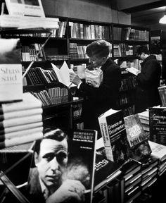 philippe halsman(1906-79), great britain. london. oskar werner at the foyles bookstore. http://www.magnumphotos.com/C.aspx?VP3=SearchDetail&VBID=24PVHK2K9Y6I&PN=280&IID=2S5RYDYJ1G8L