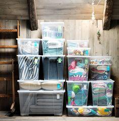 przechowywanie Use the SAMLA box with lid to conquer seasonal storage! Ikea Storage Boxes, Hanging Storage, Storage Ideas, Organizing Services, Feng Shui House, Ikea Usa, Ikea Home, Kitchen Installation, Getting Organized