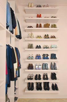 Ideas small master bedroom closet organization floating shelves for 2019 Small Space Bedroom, Master Bedroom Closet, Small Spaces, Bedroom Closets, Small Bedrooms, Small Apartments, Bedroom Storage, Bedroom Decor, Bedroom Ideas